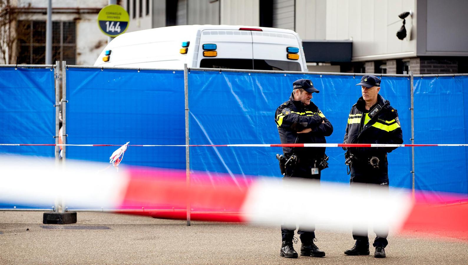 Onderzoek van de politie na de moord in Amsterdam-Noord